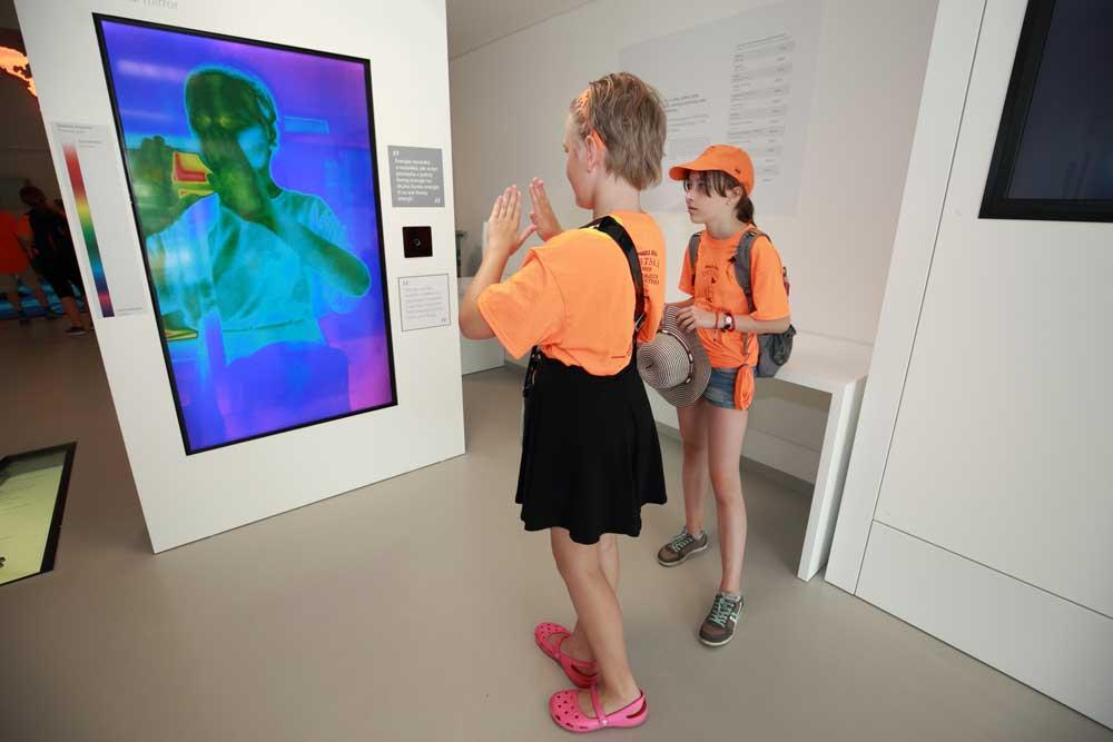 Termálne zrkadlo sa páčilo školákom z Detskej Univerzity Komenského.