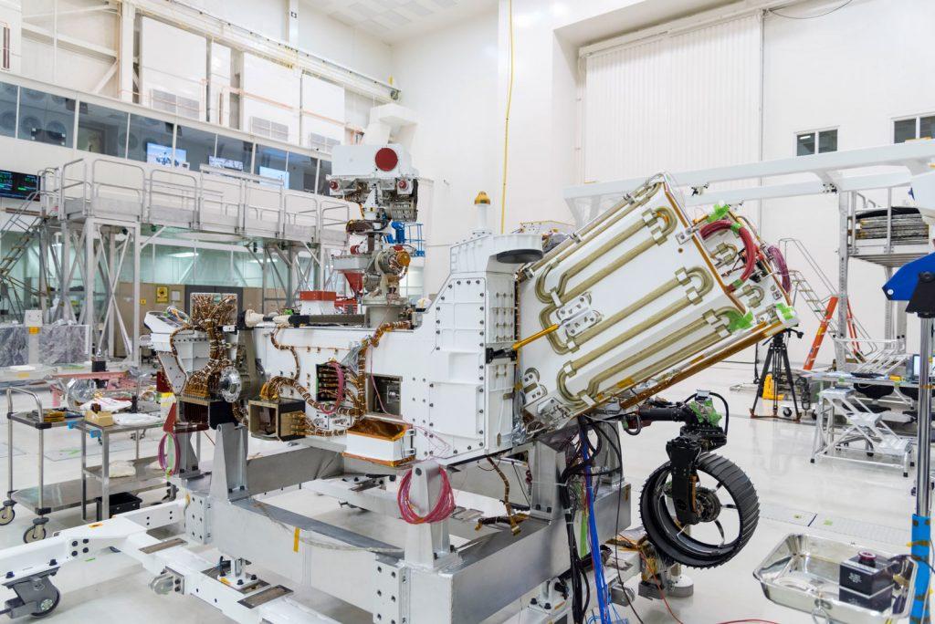 Plnenie roveru jadrovým palivom